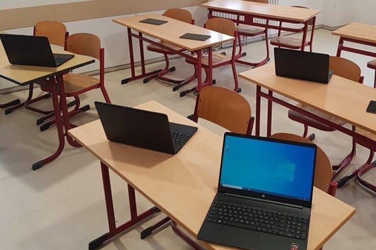 An der Eduard-Feldner-Grundschule in Hainichen gibt es schon Laptops, die für Heimunterricht zur Verfügung stehen.