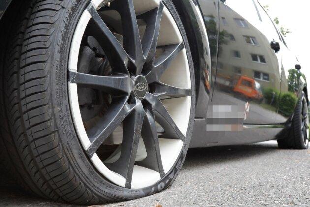 Polizei ermittelt mutmaßlichen sechsfachen Reifenstecher