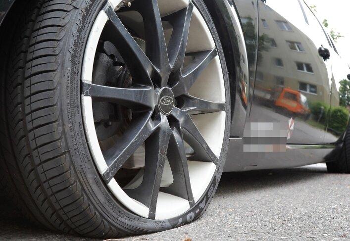 Reifen zerstochen: Mann in beschleunigtem Verfahren verurteilt
