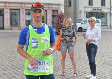 Daniel Kästner ist Triatleth vom TSV Flöha und hat am Staffellauf von Flöha nach Freiberg teilgenommen. Der 47 jährige Sportler legte die 28km in einer Zeit von 2 Stunden und 25min zurück.