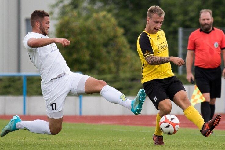 Durchgesetzt: Der BSC Freiberg hat mit Motor Marienberg am Sonntag den zweiten Sachsenligisten in der Vorbereitung bezwungen. Patrice Göll (r.) markierte dabei in der 53. Minute den 3:2-Siegtreffer.
