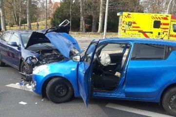 Nach einem Vorfahrtsfehler stießen die Fahrzeuge an der Bebelkreuzung zusammen.