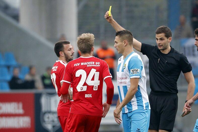 Schiedsrichter Max Burda verteilte zehnmal Gelb.