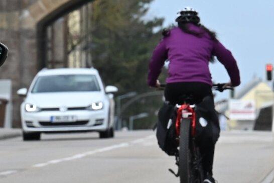 Fahrradfahrer fühlen sich in Burgstädt nicht sicher. Meist fehlen Radwege - hier an der Mittweidaer Straße beim Einkaufsmarkt.