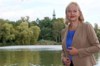 Kathrin Köhler ist gern im Grünen. Sie hat für den Fototermin den Schwanenteichpark ausgesucht.