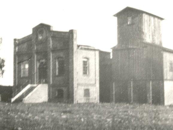 Geteuft wurden die Ebertschen Doppelschächte 1874 bis 1876 bis zu einer Teufe von 284 Metern. Wahrscheinlich nach 1945 wurde das Gebäude zum Wohnhaus umgebaut und bis etwa 1998genutzt.