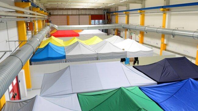 Die ehemalige Werkhalle der Firma Baumüller im Gewerbegebiet Rossau wurde 2016 zur zentralen Erstaufnahme-Station für Flüchtlinge in Mittelsachsen. Nach gut einem Jahr wurde sie wieder geschlossen.