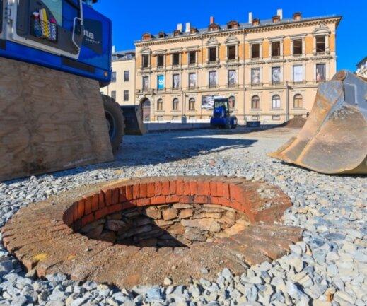 Beim Ausschachten am oberen Ende des Solbrigplatzes kam dieser alter Brunnen zum Vorschein.