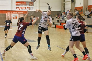 Rückraumspielerin Simona Stojkovska erwies sich zuletzt als sehr treffsicher. Im Heimspiel gegen Wuppertal (Foto) traf sie viermal, in den vergangenen beiden Partien gelangen ihr acht sowie sieben Tore.