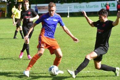 Norman Schubert (Mitte) und seine Teamkollegen vom TSV Germania besiegten den Meeraner SV mit 2:1.