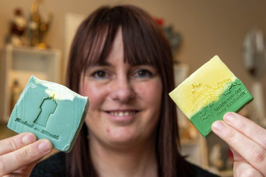 Madlen Seigerschmidt will in ihrem Geschäft in Mittweida verschiedene Naturseife anbieten, unter anderem eine Mittelsachsen-Seife mit Ozeanduft.