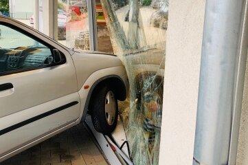 Ein Suzuki war im Schaufenster gelandet.