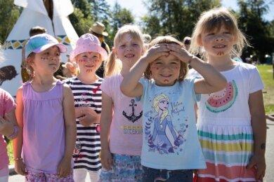 """Kinderschminken, mit Pfeil und Bogen schießen, Geschicklichkeitsspiele: Beim Sommerfest waren unter anderem die Kinder aus der Kindertagesstätte """"Sonnenhügel"""" dabei."""