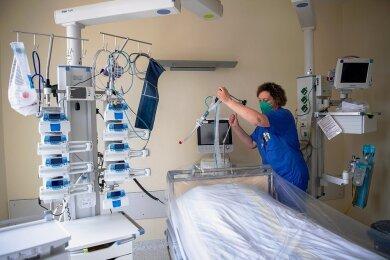 In der Hochphase der Pandemie waren gerade die Intensivstationen in den Kliniken vorrangig für Covidpatienten reserviert.