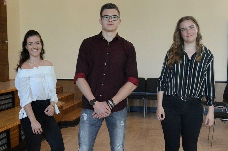 Haben mit 1,0 das Abi in Rodewisch bestanden: Natalie Aderhold, Niclas Speri und Anne Kießling (v.l.)