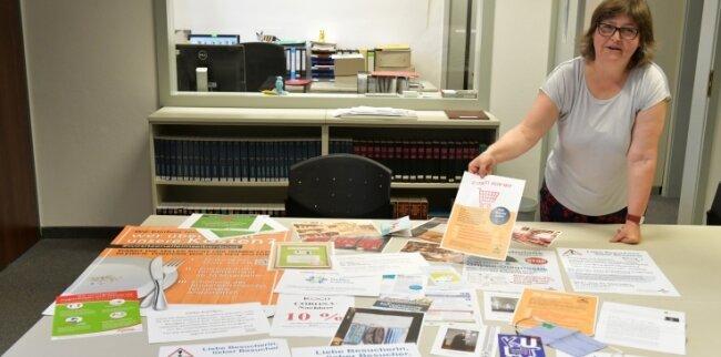 Im Freiberger Stadtarchiv hat Antje Ciecior Corona-Aushänge und -Flyer gesammelt und dokumentiert.