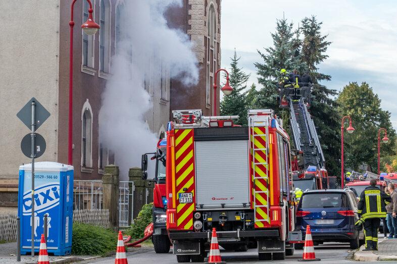 Feuerwehren üben Einsatz in Ehrenfriedersdorf
