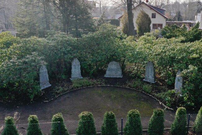 Ein Denkmal auf dem Friedhof in Crimmitschau erinnert an die Gefallenen Feuerwehrkameraden des Ersten Weltkrieges.