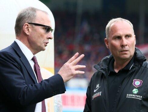 FCE-Präsident Helge Leonhardt (r.), hier mit seinem Bruder Uwe, stehen schwere Wochen bevor.