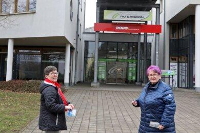 Elisabeth Eberhardt (links) setzt sich für einen neuen Einkaufsmarkt in der Passage ein. Dabei erhält sie auch Unterstützung von Ute Hoch, der Fraktionsvorsitzenden der Linken im Stadtrat.