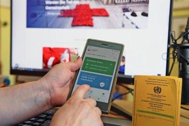 Der digitale Impfnachweis fürs Handy ist seit Montag in Apotheken erhältlich. In Mittelsachsens Impfzentrum in Mittweida soll es die Zertifikate ab kommender Woche nach der Zweitimpfung vor Ort geben.