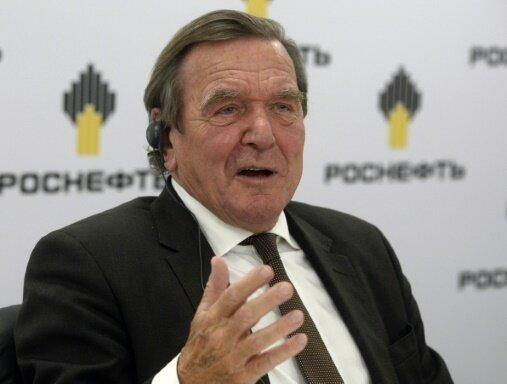 Gerhard Schröder setzt sich für Mesut Özil ein