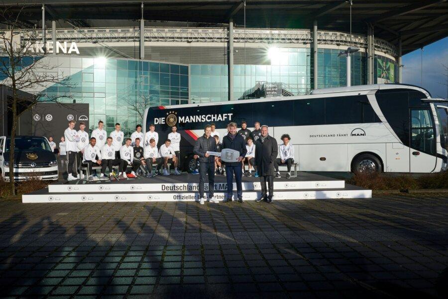 Der neue Mannschaftsbus wird ein Aushängeschild für die Nationalmannschaft sein und fällt rein äußerlich vor allem durch sein helles und freundliches Design auf.
