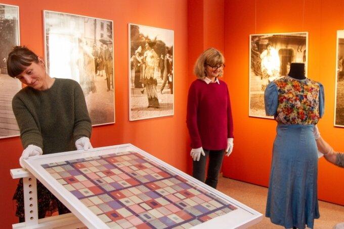 """Das Vogtlandmuseum Plauen und das Kunstgewerbemuseum Dresden eröffnen an diesem Sonntag unter dem Titel """"Nouveautes - Kunstschule und Spitzenindustrie in Plauen"""" eine Ausstellung im Vogtlandmuseum. Der Aufbau istnahezu abgeschlossen."""