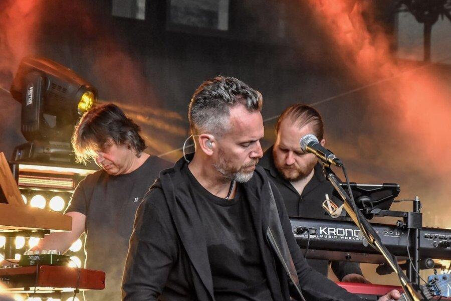Die Band RPWL aus Freising, im Bild (von links) Yogi Lang, Kalle Wallner und Markus Jehle, begeisterte gut 300 Fans in Reichenbach.