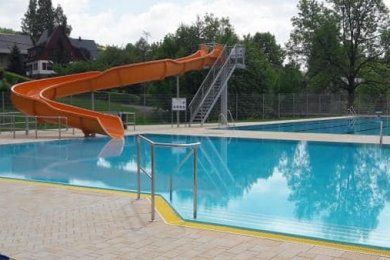 Spaßbad oder Kompromiss für die jungen Mülsener? Ähnlich dieser Rutsche in Affalter soll auch die in Mülsen aussehen.