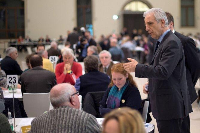Deutlich entspannter als beim ersten Dialogforum: Sachsens Ministerpräsident Stanislaw Tillich.
