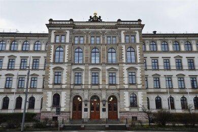 Das Hauptgebäude der TU Chemnitz an der Straße der Nationen.
