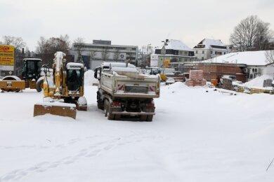 Momentan ruht die Baustelle, der Netto ist geschlossen. Bis Sommer sollen hier 800 Quadratmeter neue Einkaufsfläche entstehen.