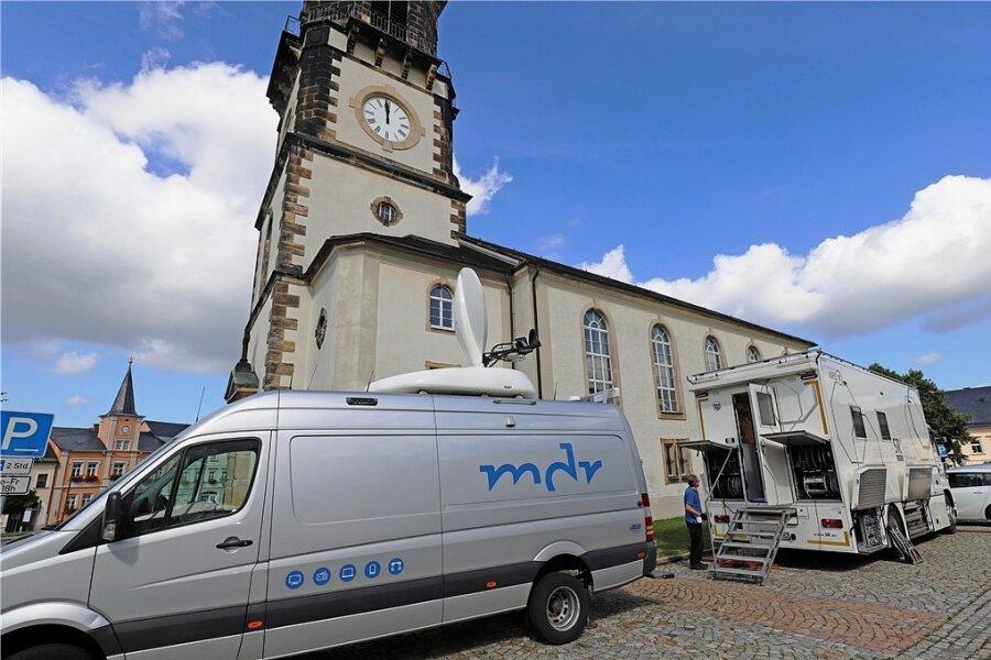 In den Technikwagen des MDR und des Saarländischen Rundfunks bereiteten Experten am Donnerstag die Übertragung des Eröffnungskonzerts der 24. Silbermann-Tage aus der Stadtkirche in Frauenstein vor.