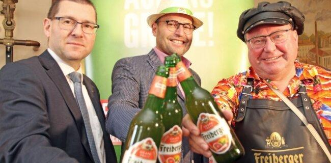 Im März präsentierten Geschäftsführer Holger Scheich (v. l.), Marketingchef Frank Rehagel und Braumeister Michael mit dem Grapefruit-Radler das inzwischen zwölfte Mitglied der Brauhaus-Familie.