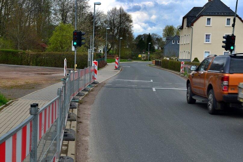 Der Bauzaun, der seit mehr als zwei Jahren den Schulweg in Grünlichtenberg absichert, war eigentlich als Provisorium gedacht.