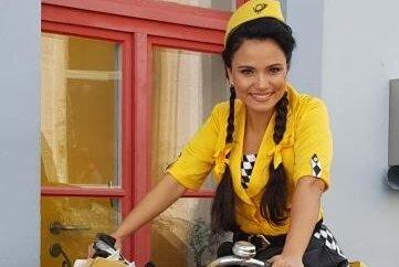 """Lindsay Funchal spielt im """"Vogelhändler"""" die """"Christel von der Post""""."""