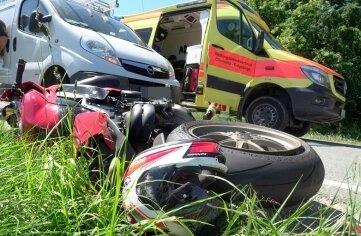 Ein Motorradfahrer wurde am Freitag bei Forchheim schwer verletzt.