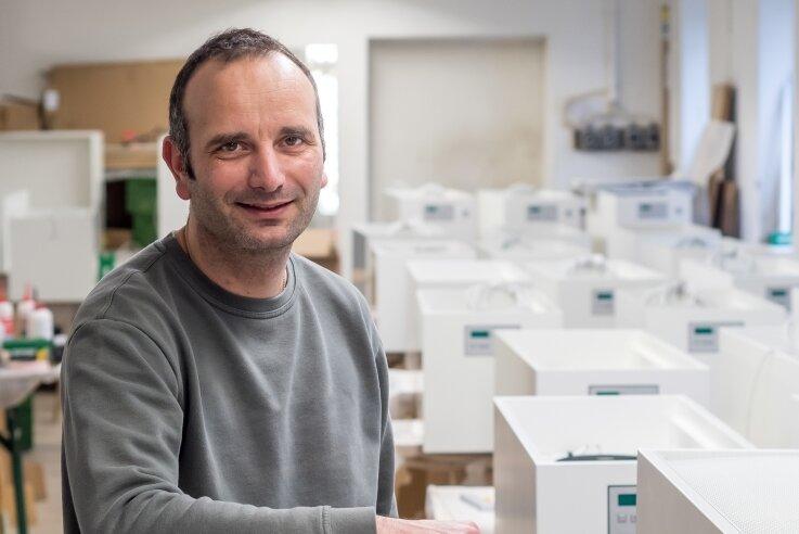 In der Olbernhauer Werkstatt von Tischlermeister Andreas Görg werden derzeit auch die von ihm entwickelten Luftfiltergeräte gebaut.