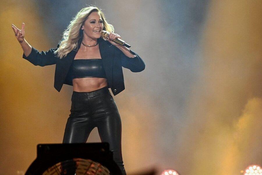 """Sängerin Helene Fischer performt bei der ARD Fernsehshow """"Schlagerboom 2019"""". Fischer kehrt 2022 in München auf die Bühne zurück. Foto: Henning Kaiser/dpa"""