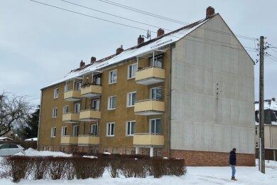 Die WGO wird den Wohnblock Grenzstraße 2 a/b in Oelsnitz weiter sanieren. Unter anderem werden die Außenfassade erneuert und die Balkons durch neue ersetzt.