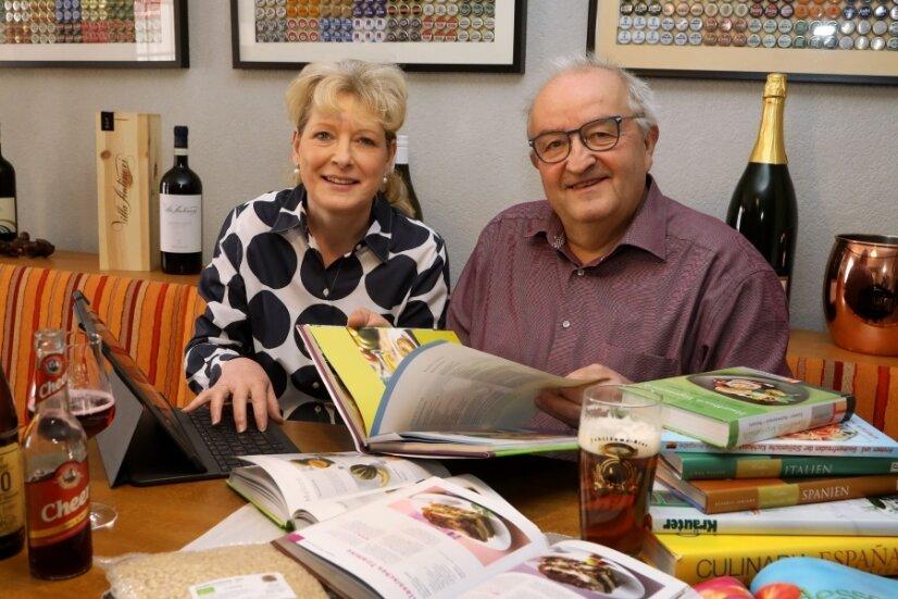 """Christiane Baumgärtel und ihr Mann Bernd arbeiten noch am Feinschliff für das Valentinstagsmenü in """"Baumis Speisebar"""" in Hohenstein-Ernstthal. Auf jedem Fall wird es toskanisch."""
