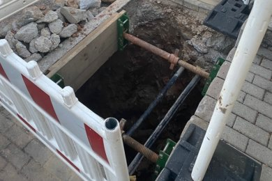 An der Auerbacher Straße klafft ein mysteriöses Loch.