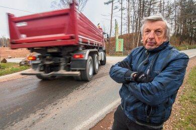 Rainer Hartmann will verhindern, dass Porphyr-Transporter bis 2045 durch Leukersdorf fahren.