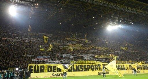 """Einige """"Fans"""" des BVB zeigten geschmacklose Plakate"""