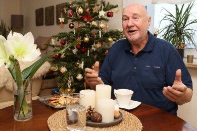 Hans-Joachim Schnelle aus Crimmitschau darf sich seit 1969 Ofenbaumeister nennen. An Werktagen arbeitet er bis zu 15 Stunden täglich.