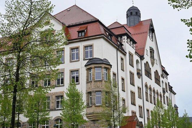 Das Andrégymnasium auf dem Kaßberg ist die größte allgemeinbildende Schule der Stadt. Für das neue Schuljahr gingen derart viele Anmeldungen von Fünftklässlern ein, dass die Plätze erstmals verlost werden.