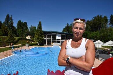 Eva Vanátková unterstützt als Bademeisterin das Stammpersonal im Waldbad Adorf. Sie ist Schwimmsportlerin und nimmt auch an Wettkämpfen teil.