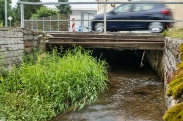 Die Brücke über den Mortelbach auf der Dorfstraße in Heidersdorf muss dringend gebaut werden.