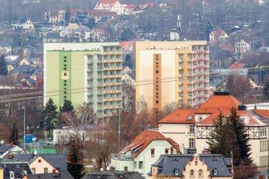 Die vor 40 Jahren erbauten, zwei Hochhäuser an der Augustusburger Straße gehören zu den markanten Gebäuden in Flöha. Im linken Gebäude werden indiesem Jahr Brandschutzauflagen erfüllt. 2022 ist das zweite Gebäude dran. Insgesamt werden rund 4,5 Millionen Euro investiert.